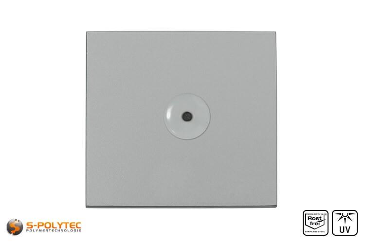 Lichtgraue Fassadenniete montiert auf hellgrauer HPL Platte