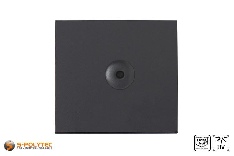 Anthrazitgraue Fassadenniete montiert auf HPL Platte in Anthrazit