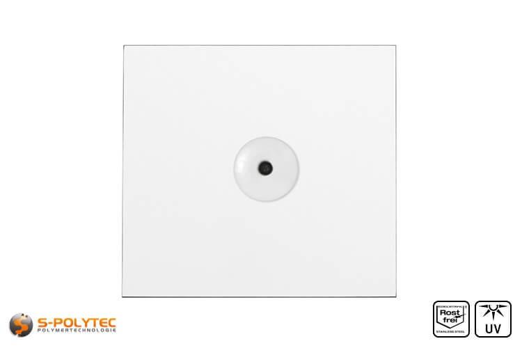 Weiße Fassadenniete montiert auf weißer HPL Platte