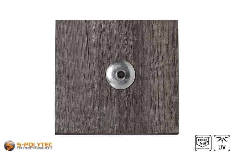 Unlackierte Fassadenniete montiert auf HPL Platte in Holzoptik