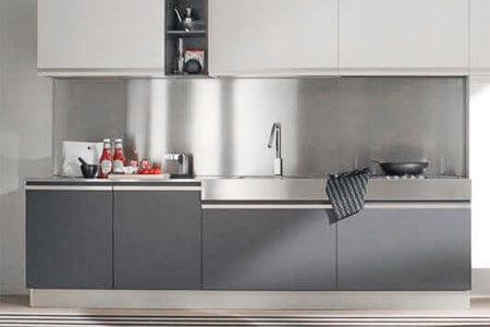 Küchenrückwand und Spritzschutz aus Kunststoff statt herkömmlicher ...